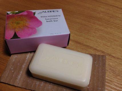 ミネラルメイクのオフの洗顔用に使えるAubrey Rosa Mosqueta固形石鹸は、泡立ちがよくきめ細かく洗い上がりもしっとり!