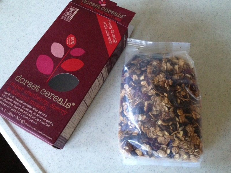 低糖シリアル Dorset Cereals Super Cranberry Cherry & Almond Muesli アーモンド&クランベリーが豊富
