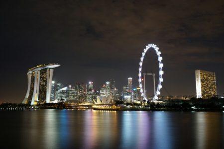 シンガポールフライヤーとマリナベイサンズと花火がセットで撮れるナイス夜景スポットなレストランと公園