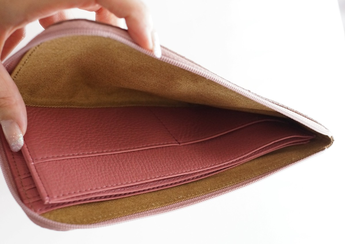 主婦にもATAOの薄くて軽くてコンパクトなL字長財布がおすすめな3つの理由 中の構造の参考画像