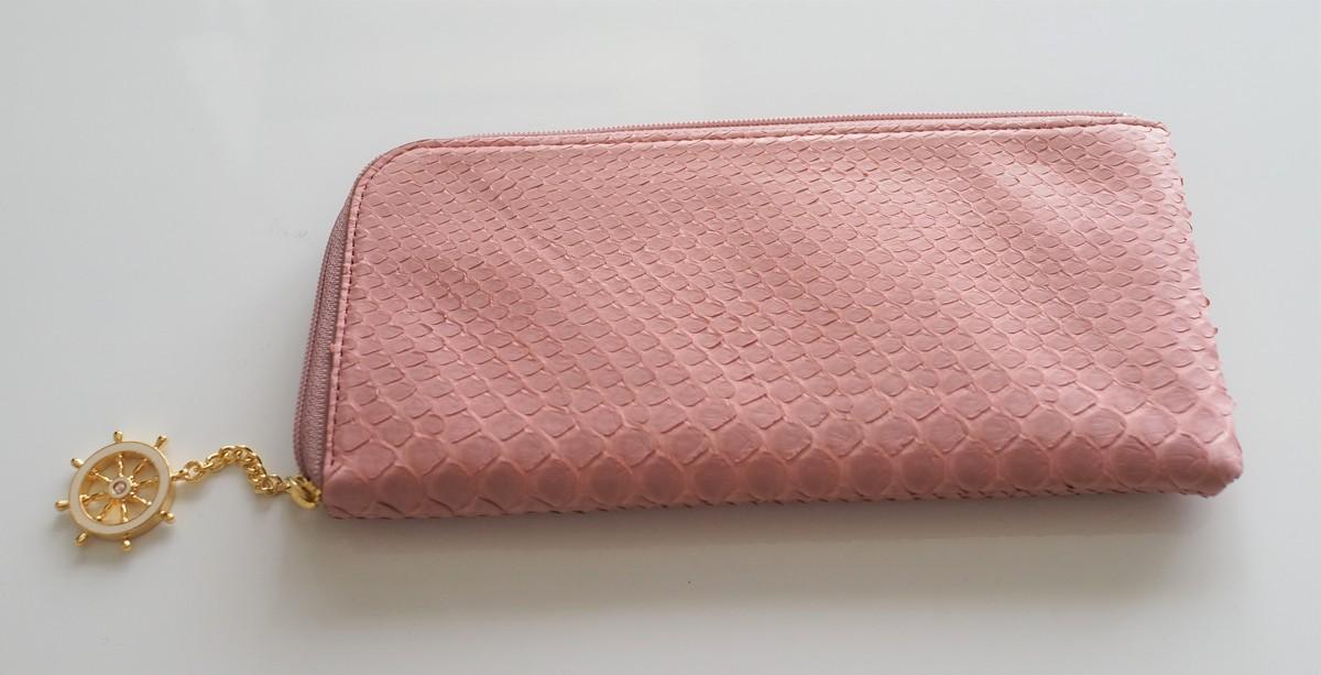 主婦にもATAOの薄くて軽くてコンパクトなL字長財布がおすすめな3つの理由 背面から見たところの参考画像